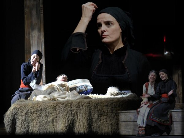 http://blagoevgradtheater.eu/images/_Snimki_ot_Teatyra/Glasovete.jpg
