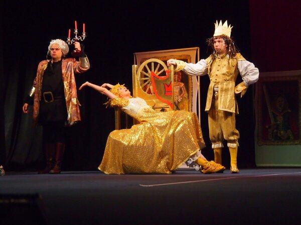 http://blagoevgradtheater.eu/images/_Snimki_ot_Teatyra/Snejnata_kralica.jpg